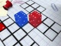 Gördítsd a kockákat úgy, hogy a táblán a megfelelő oldala legyen felül - az adott helyen.