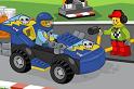 Kocsis játék, de nem az a megszokott forma, hanem egy egyedi sztori: az online játék során a boxutcában kell minél hamarabb megtankolnunk az autókat a LEGO játék alatt.