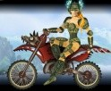 Egy gyönyörű nővel kell motoroznod zord tájakon, hatalmasakat ugratva.
